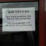 Hà Giang kêu gọi du khách ngừng cho kẹo trẻ em